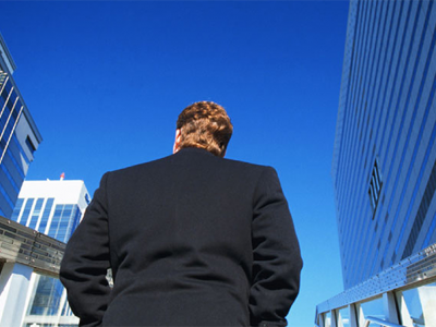 MCT_CourseImage_business_man_outside